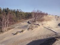 Туристические маршруты по песчаным дюнам оборудованы специальными настилами