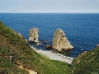 Каменные ворота у побережья Японского моря